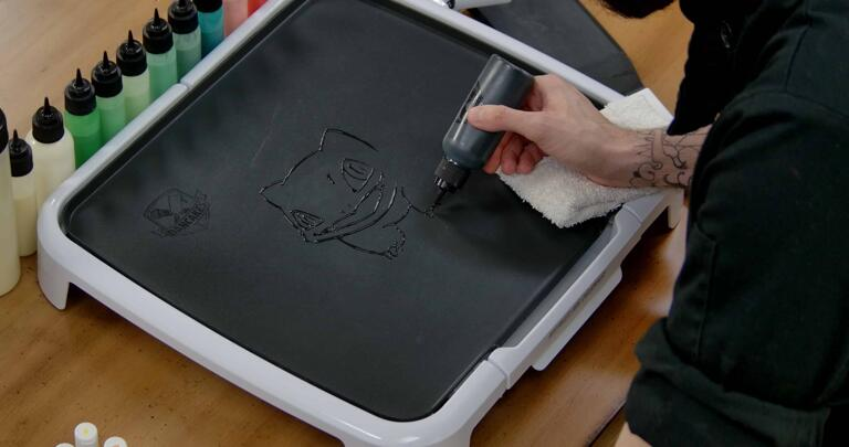 Bulbasaur pancake art step 1.2: Continue to outline the body and the 'bulb' of bulbasaur.